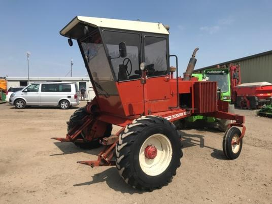 used windrower swather HESSTON 6400S faucheuse andaineuse d'occasion