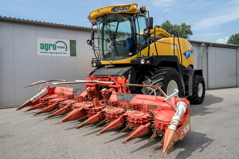 New Holland FR9040 (1759/2649 BStunden), 500 PS Iveco Motor, 6 m reihen.