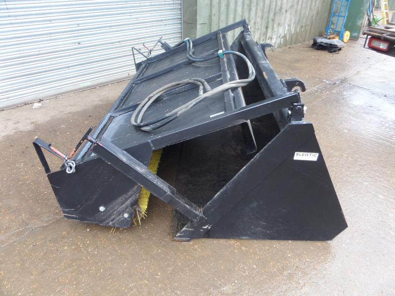 slewtic 7FT 6INS SWEEPER AND BUCKET
